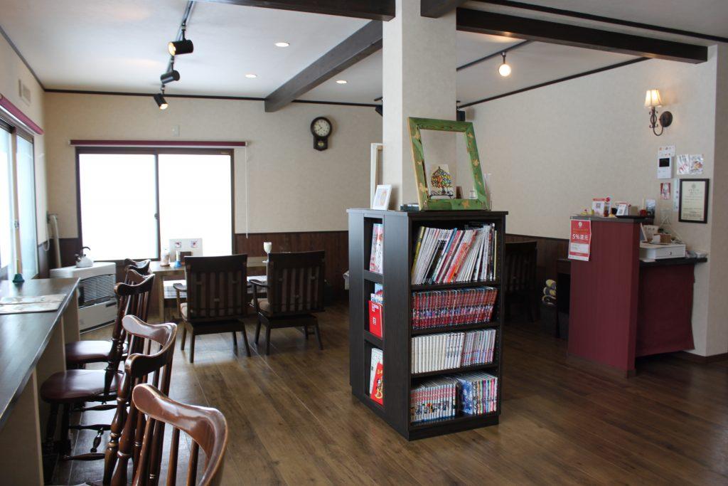 札幌のカフェ、プディングマルヤマの店内