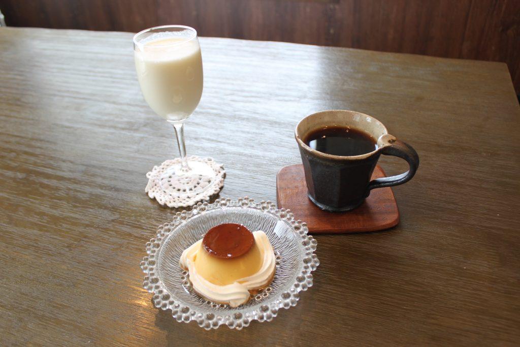 札幌のカフェ、プディングマルヤマのプリンとドリンク